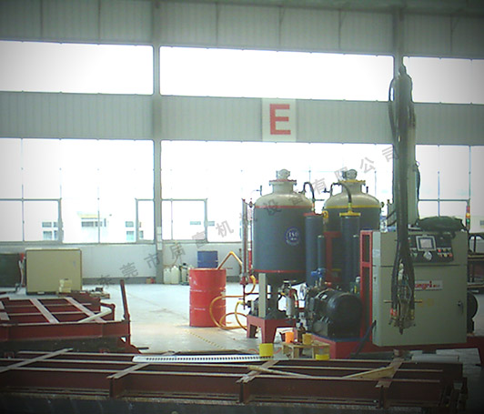 H300-QFP型高压发泡机